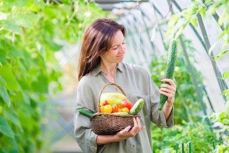 woman love big cucumber